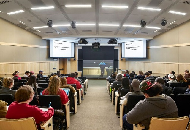 Immersive Synchronous Lecture Halls | Digital Classroom Services
